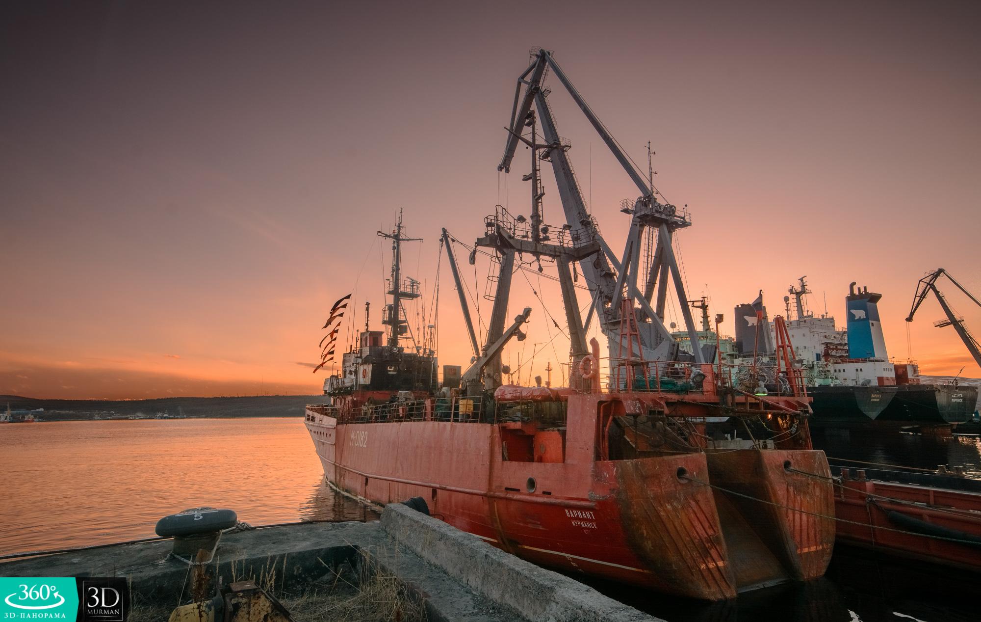 Корабль у пристани
